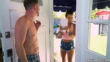 BANGBROS - Neighborly Teen Evelin Stone Returns Some Mail (bbe16051)