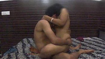 Amateur Indian couple try kamasutra