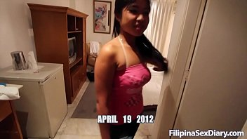 Asian lets big dick dive deep in her pussy
