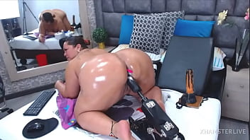 Webcam Latina oiled fat ass fucked by dildo orgasms