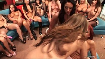 no-mans-land-girlbang-scene4
