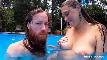 Homemade Sex and Blowjob In The Pool
