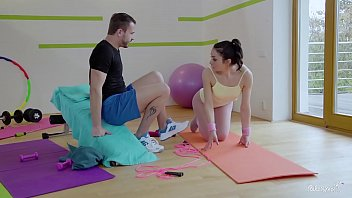 Download video sex hot RELAXXXED Naughty Italian babe Valentina Bianco gets pussy fucked in gym high speed