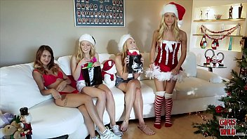 GIRLSGONEWILD - It's Xmas Time And These Lesbians Are Feeling The Holiday Spirit