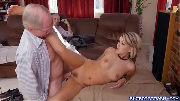 Horny Babe Getting Massive Sex Experience with Big Dick