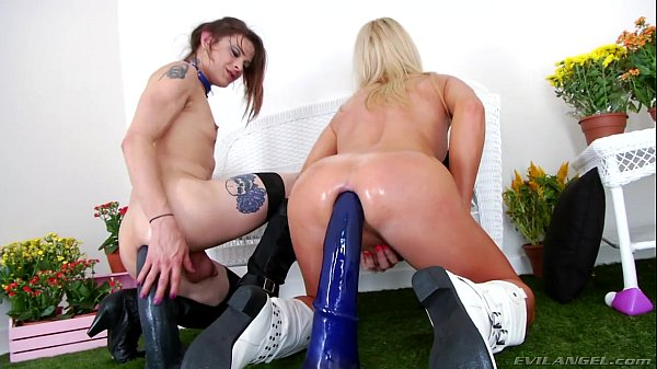 Pic transexual useing huge toys, naked male cosplay