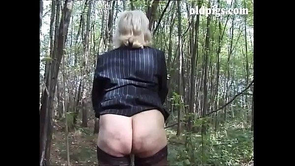 Blonde caught pissing
