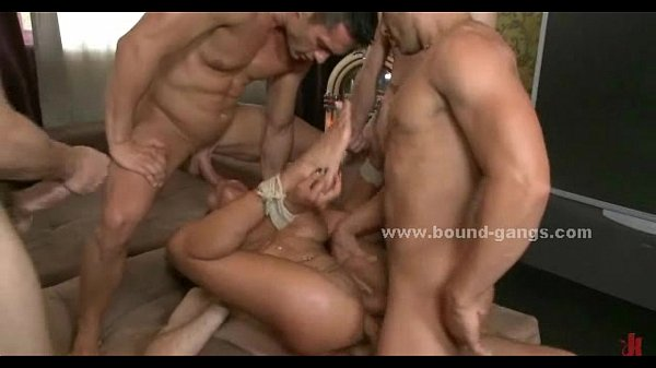 Kinky latin double penetration