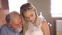 OLD4K. Pretty blonde with perfect body makes lo...