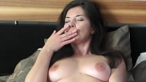 Fingering her pussy to an orgasm - Emerald Godd...