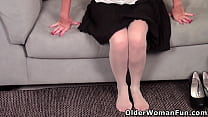 American mature Amanda needs getting off after ...