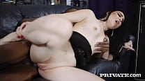 Sexy MILF Roxee Couture takes Mr. Longwood in a...