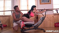 Gym Trainer Gets a Blowjob and His Dick Worked ...