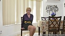 Depraved_granny_Phoenix_Skye_from_the_USA_peels_off_her_nylon_pantyhose Thumbnail