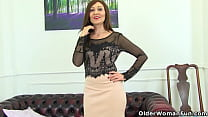 Curvy mature Lelani from the UK deals promptly ...
