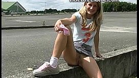 Hot Teen Upskirt No Panties