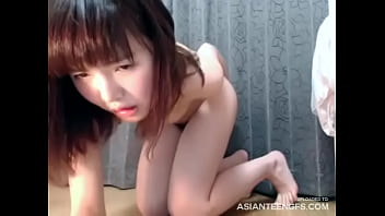 (HOMEMADE) Sex toy in a wet Asian pussy