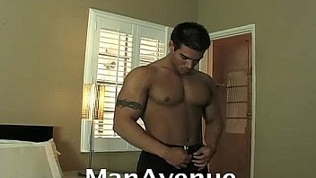 Muscled Jay Jacks Off (ManAvenue)