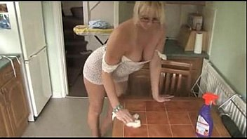 downblouse milf blonde