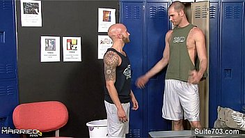 Athletic jock hairdresser pounded by stud