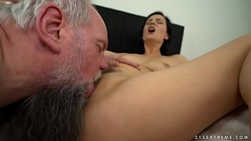 Young amateur anal cowgirl sex