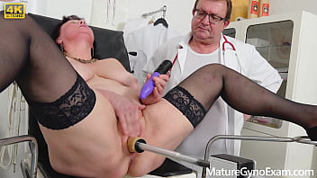 Horny BBW Danja Vieille squirts while pounded with fucking machine