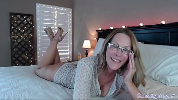 Milf with big sexy ass and High Heels on Live WebCam
