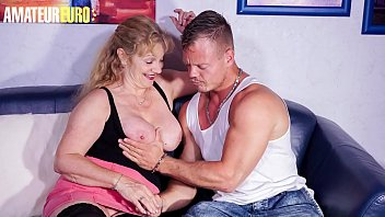 HAUSFRAU FICKEN - Granny Yvonne Cheat Husband With The Muscle Courier