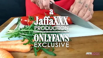 JaffaXXX baking cakes with squirt with Krizia Tzunami - fuck on the table, anal destruction and squirt everywhere! She is a fountain!