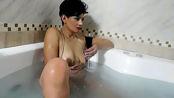PERLA LOPEZ NINFOMANA, THE PSYCHOLOGIST, is going to spend the weekend at her house in between rivers, to see her movies and masturbate beautifully, surprises rough sex part 2 chapter 31