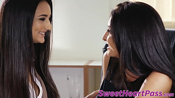 Lesbo MILF scissoring with hot assistant
