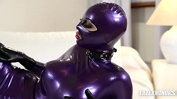 Guy in latex cumming after sex toy action