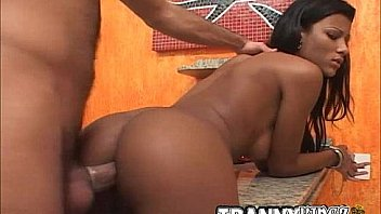 Thick girl eating pussy