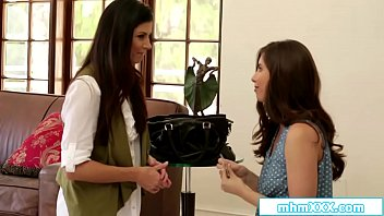 Watch Casey Calvert brings over some food to writer India Summer.She drops the money_and when they get close they start kissing.Both suck each others tits and after India rubbed Casey she licks her pussy.She then facesits her fan while rubbing_her preview