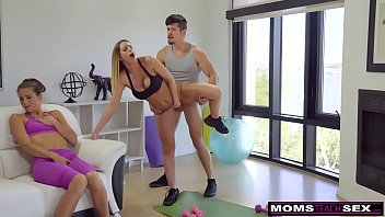 MomsTeachSex - Daughter Eats Step-Moms Cum Filled Pussy S7:E5