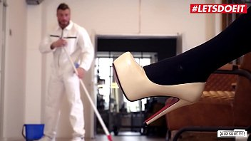 BUMS BUERO Hot Sex At The Office With A Delicious Blondie And Her Work Companion Fit XXX Sandy