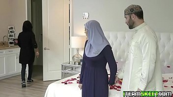 Violet Myers wants to be pregnant by mom so her lock her in the room with his boyfriend!