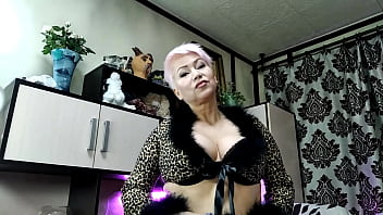 Just a piercing in the navel of a seductive Mature woman who is waiting for you at her live shows... )))