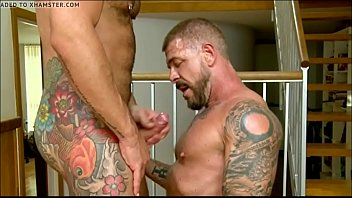 Ogromni gay porno bodybuilder