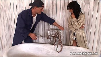 PARADISE FILMS Sucking the Plumber...