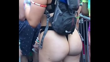 White pawg ass at rave