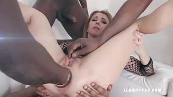 Sindy Rose is back with new pissing experience & DAP IV278