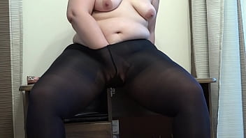 Fat milf with a sex toy fucks her anal and shakes her big booty doggystyle and masturbates her cunt in leggings. Homemade fetish.