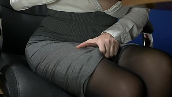 teacher with big tits sticks a huge vibrator in her pussy. screaming when he has an orgasm