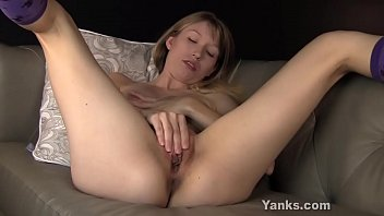 Great titted amateur blonde_babe from Yanks Verronica masturbating her delicious shaved muff Thumbnail