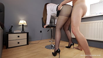 Wife after work cheats with boss through pantyhose hole