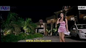 Riya sen hot Thighs and cleavage in Beeny   babloo