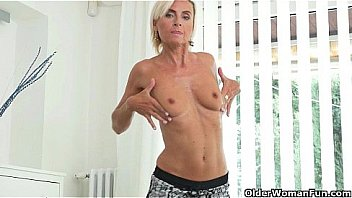 Watch Short-haired milfs Sunny and Kali pleasure their pussy preview