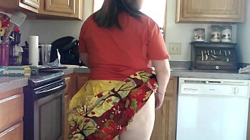 Fat MILF Bakes with Her Ass Out for Thanksgiving