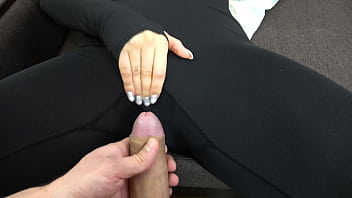 Jerks off and cums on leggings hot girl